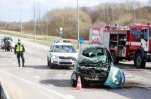 Tragiška avarija Kaune: susidūrus sunkvežimiui ir automobiliui žuvo vairuotojas