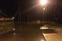 Kyla Dangės upės lygis, pareigūnai baiminasi incidentų