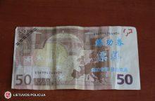 Atsargiai: platinami netikri eurai su kiniškais rašmenimis