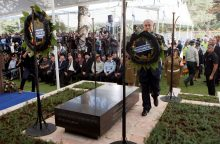 Izraelyje atidengtas Sh. Pereso antkapis