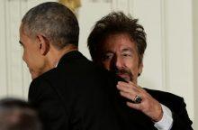 """B. Obama paskutinį kartą įteikė """"Kennedy Center"""" apdovanojimus"""
