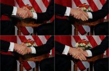 E. Macronas: rankos paspaudimas D. Trumpui buvo tiesos akimirka
