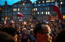 Lenkijoje tūkstančiai žmonių vėl protestavo prieš teismų reformą