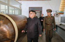 Pchenjano lyderis toliau sėja nerimą: didina raketų variklių gamybą