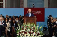 """""""Facebook"""" įkūrėjas gavo Harvardo universiteto garbės diplomą"""
