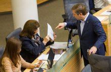 Radijo ir televizijos komisija bausti už politikų garbės pažeminimą negalės