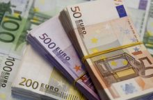 EK: Didžioji Britanija per ketverius metus turėtų į ES biudžetą įnešti 60 mlrd. eurų