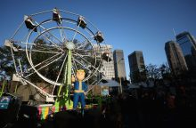 Minia laimingai pagavo iš pramogų parko karuselės kritusią paauglę