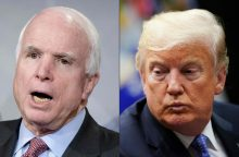 D. Trumpas vėl užsipuolė mirusį senatorių J. McCainą