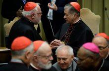 Vokiečių kardinolas pripažino, kad Bažnyčia naikino pedofilų kunigų bylas