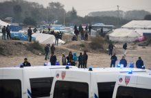 """Prancūzijoje migrantai evakuojami iš """"Džiunglių"""""""