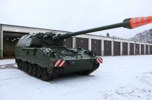 Lietuvos kariuomenė ginkluojasi modernizuotomis haubicomis