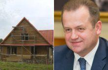 Seimo nario A. Skardžiaus sodybą prie ežero remontuoja nelegalūs darbininkai?