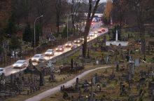 Vėlinių savaitgalį šalia kapinių – spąstai vairuotojams