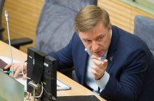 """Aižėja """"valstiečių"""" vienybė: R. Karbauskis kirto kolegai"""