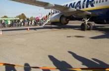 """Lietuvos oro uostai nežino, ar bus atšauktų """"Ryanair"""" skrydžių"""