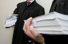 Lygtinai nuteistą advokatą prokuroras prašo siųsti į kalėjimą