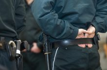 Prekybos centre siautėjęs jaunuolis policininkui sulaužė koją