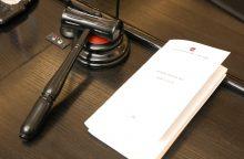 Advokatas ir buvęs policininkas teisiami dėl tūkstantinio kyšio