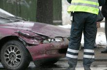 Antakalnyje susidūrė vilkikas ir du automobiliai <span style=color:red;>(susidarė spūstis)</span>