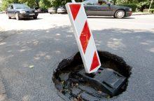 Įspėja vairuotojus: M. K. Čiurlionio gatvėje atsivėrė smegduobė