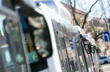 Miesto autobusas rėžėsi į BMW, keleivei sužalota galva