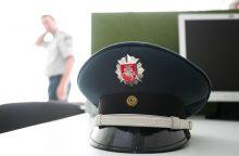 Policininkai į darbą paleido kumščius?