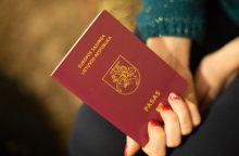 Kalbos komisija siūlo originalias pavardes rašyti pagrindiniame paso puslapyje
