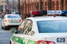 """Avarija Vilniuje: """"Toyota"""" neužleido kelio su švyturėliais skubėjusiai policijai"""
