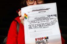 """Prieš neapykantos kurstymą – LGBT akcija """"Tepadeda Jums Dievas"""""""