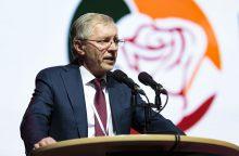 Opozicija blokuoja valdančiųjų bandymą skirti pinigų socialdarbiečiams