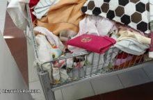 Vikruolė romė kišenvagė moters piniginę ištraukė parduotuvėje