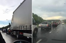 Ant Kleboniškio tilto – vilkiko ir lengvųjų automobilių avarija <span style=color:red;>(papildyta)</span>