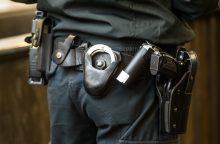 Teismas negrąžino į darbą neblaivaus prie baro siautėjusio policininko
