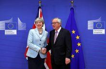 """Th. May pripažino turėjusi """"įtemptą diskusiją"""" su EK vadovu"""