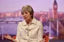 """Britų premjerė: D. Trumpas patarė man paduoti ES į teismą dėl """"Brexit"""""""