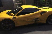 """Vairuotojui, aplamdžiusiam tris """"Ferrari"""", plaukia žmonių aukojami pinigai"""