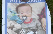 Teismų sprendimu vaikui atjungus gyvybės palaikymo aparatus, jis išgyveno