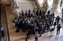 Prancūzijos parlamentas priėmė kontroversišką imigracijos įstatymą