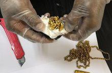 Įtartinai besielgiančio keleivio kūne – beveik kilogramas aukso