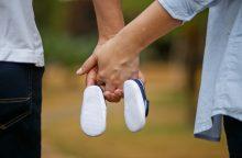 Pirmaisiais vaiko priežiūros atostogų metais – galimybė dirbti?