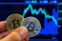 Analitikai: visų kriptovaliutų vertė nusmuko jau beveik dvigubai