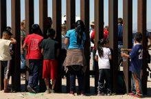 Gyvenimas JAV ir Meksikos pasienyje: nuo susitikimų prie sienos plyšių iki narkotikų