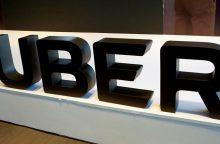 """""""Uber"""" stabdo autonominių automobilių bandymų programą"""