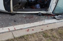 Kretingos rajone per avariją prispausti du žmonės: žuvo moteris