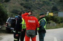 Ispanijoje gelbėtojai sunkiomis sąlygomis bando pasiekti į gręžinį įkritusį vaiką