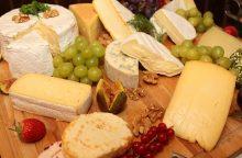 Lygiuojamės į prancūzus ir italus: gurmaniški sūriai ant lietuvių stalo – dažnesni
