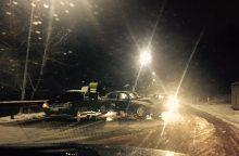 Avarijų virtinė tęsiasi: Kaune susidūrė du automobiliai