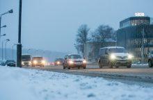 Vairuotojų Kaune dėmesiui: eismo sąlygos ir toliau lieka sudėtingos