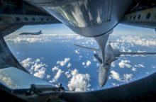 JAV karo lėktuvai sėja paniką Šiaurės Korėjos padangėje